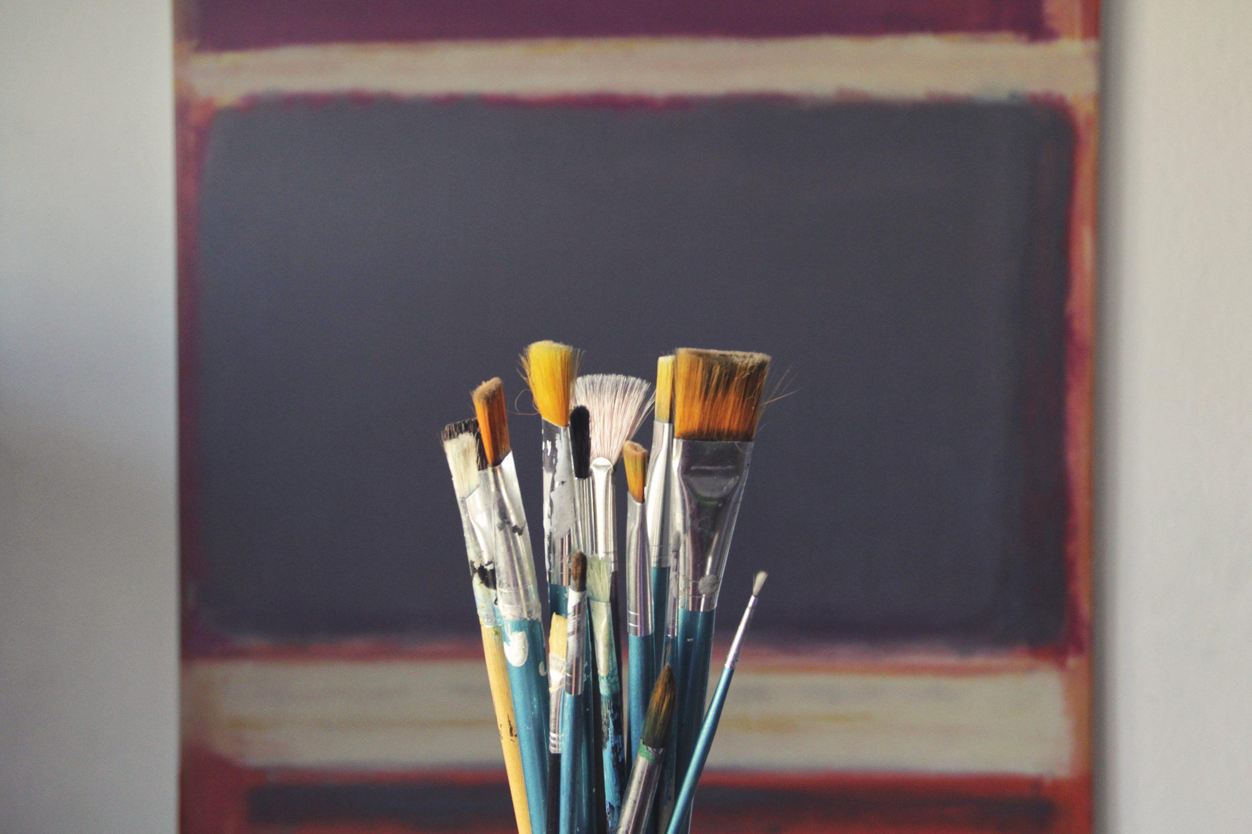 pinceaux avec toile de fond