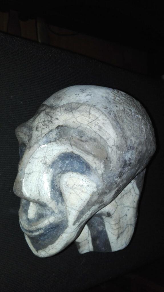Tête raku noir et blanc